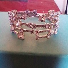 SILVER BRACELET ZIRCONIA STONE STAMPED 925 BEAUTIFUL BANGLE STYLE 32 STONES DIFFERENT SIZES HEAVY HINGE OPENING STAMPED 925 SPARKELS LIKE REAL DIAMONDS STUNNING SILVER STAMPED 925 Jewelry Bracelets