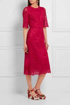 Scarlet guipure lace Concealed hook and zip fastening at back 46% cotton, 43% viscose, 11% polyamide; lining: 86% silk, 8% cotton, 4% elastane, 2% polyamide Dry clean Made in Italy