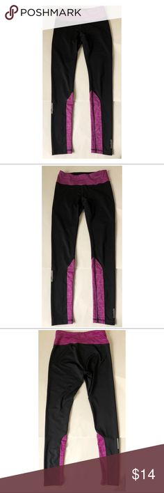 """Reebok Black Athletic Workout Leggings Sz S Reebok Women's Black Purple Athletic Leggings Perfect for running and workout Sz S  Approximate measurements   Waist: 28""""  Inseam: 28""""  Outseam: 36"""" Reebok Pants Leggings"""