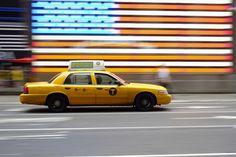 Comisión de taxis de la Washington DC anunció ayer mismo que comenzarán a utilizar una versión beta de la aplicación Universal DC TaxiApp en marzo. Los usuarios de esta app podrán parar uno de los 7.000 taxis con licencia de la ciudad si están en la zona. El portavoz de la comisión de Taxis Neville Waters de DC dijo al respecto: