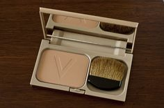 vichy teint ideal bronzing powder is one of the best bronzers for pale skin I've ever tried