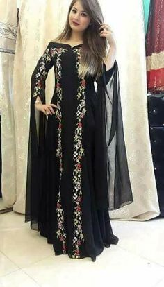 Abaya Fashion, Modest Fashion, Women's Fashion Dresses, Pakistani Dresses, Indian Dresses, African Fashion, Indian Fashion, All Black Dresses, Mode Abaya