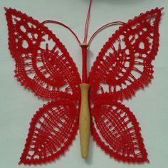 motýl s paličkou12 Bobbin Lace, Collars, Butterfly, Pattern, Inspiration, Ideas, Bobbin Lacemaking, Embroidery, Butterflies