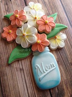 Batch of easy Mother's day cookies made with butter & love for your Mum - Hike n Dip Mother's Day Cookies, Fancy Cookies, Iced Cookies, Cute Cookies, Easter Cookies, Royal Icing Cookies, Birthday Cookies, Cookies Et Biscuits, Holiday Cookies