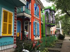 A conference on our front porch.  La Belle Esplanade Bed and Breakfast: Jefferson Davis Celebrated in New Orleans