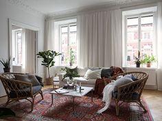 Home Interior Salas Paris Living Rooms, Home Living Room, Living Room Designs, Living Room Decor, Room Interior Design, Home Interior, Interior Design Inspiration, Gouts Et Couleurs, Paris Home Decor