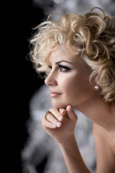 Curly hair....................... Short Blonde Haircuts, Curly Haircuts, Short Haircut, Beauté Blonde, Blonde Curls, Corte Y Color, Faith Hill, Celebrity Wallpapers, Great Hair