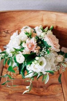 #weddingbouquet #weddingflowers Wedding Bouquets, Wedding Flowers, Margarita, Floral Wreath, Wreaths, Table Decorations, Home Decor, Homemade Home Decor, Wedding Brooch Bouquets