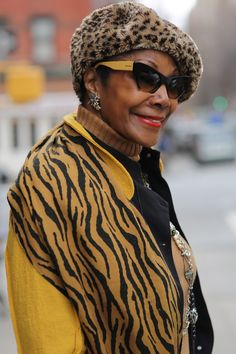 Ageless style in animal prints Hipster Grunge, Grunge Goth, Fashion Moda, Fashion Over 50, Look Fashion, Street Fashion, Fashion Wear, Trends 2018, Street Style Vintage