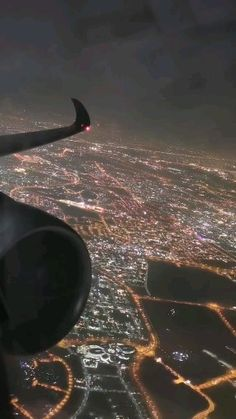 night flight, cool flight 𝐒𝐮𝐛𝐬𝐜𝐫𝐢𝐛𝐞 𝐟𝐨𝐫 𝐦𝐨𝐫𝐞 𝐚𝐯𝐢𝐚𝐭𝐢𝐨𝐧 𝐯𝐢𝐝𝐞𝐨𝐬 ✈ (source : ⬇️) Travel Pictures, Travel Pics, Air Travel, Best Places In Europe, Airplane Photography, Europe Continent, City Aesthetic, Famous Beaches, Living In Europe
