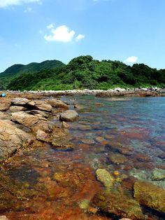 Sharp Island geological park, Sai Kung, Hong Kong - look at this stunningly clear water and colourful rocks!