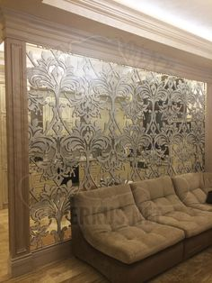 This partition with the effect drawing separates kitchen as well as brings beauty to the living room Living Room Colors, Rugs In Living Room, Living Room Designs, Living Room Decor, Living Room Kitchen Partition, Room Partition Designs, Room Interior Design, Luxury Decor, Luxury Homes