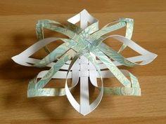 Fatto in casa: Realizzare una stella di Natale intrecciata con strisce di carta per gli addobbare l'albero