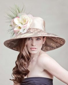 I love Derby models Chapeaux Pour Kentucky Derby, Kentucky Derby Hats, Fancy Hats, Cool Hats, Big Hats, Beauty And Fashion, Womens Fashion, Crazy Hats, Stylish Hats