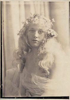 Esther Ralston. Charles Gates Sheldon.   sinimonib