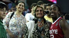 Quanitra Hollingsworth (Turkish: Kuanitra Holingsvorth, born November 15, 1988) is an American-Turkish professional basketball player. She currently plays the center position for the New York Liberty in the WNBA.[1]  In 2012, Hollingsworth acquired Turkish citizenship in order to be eligible to play for Turkey national women's basketball team