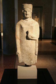 Statue en calcaire d'Astarté/Aphrodite, Idalion (Chypre), ve siècle av. J.-C., Neues Museum de Berlin.