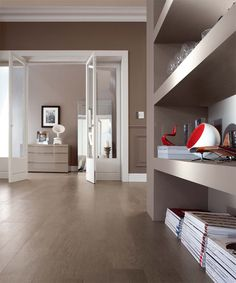 porcelain with a surface that recalls oak wood in gray colour