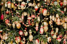 German Christmas Ornaments, Xmas, Christmas Stuff, Shiny Brite Ornaments, Vintage Ornaments, Christmas Is Coming, Tree Toppers, Christmas Inspiration, Ornament Wreath