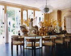 A Peek Inside Kelly Wearstler's Hollywood Mansion: gallery image 4 Formal Dining Tables, Glass Dining Table, Glamour Decor, Luxury Chairs, Kelly Wearstler, Beautiful Interiors, Decor Styles, House Design, Interior Design