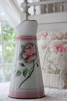 Country roses I love you so much Antique Glassware, Antique Perfume Bottles, Vintage Enamelware, Vintage Kitchenware, Vintage Country, French Vintage, Service Assiette, Enamel Cookware, French Kitchen Decor