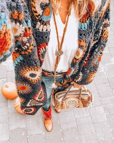 Super Ideas For Crochet Granny Square Vest Ideas Pull Crochet, Mode Crochet, Crochet Granny, Hippie Crochet, Crochet Style, Bohemian Mode, Bohemian Style, Boho Chic, Gypsy Style