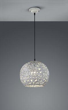 Die Hängeleuchte FRIEDA der Marke TRIO ist eine schicke Leuchte für diverse Wohnbereiche. Durch den grau gewischten Metalllook entsteht ein schickes und edel anmutendes Ambiente. Die Leuchte in Kugelform überzeugt mit kleinen, runden Elementen, die das Licht spiegeln und zurückwerfen. Ein angenehm warmes Licht hinterlässt die Leuchte damit in vielen Räumen.Hersteller: Trio Leuchten GmbH Hersteller-Artikel-Nr.: 302200161Fassung: 1 x E14Diese Leuchte ist geeignet für die Leuchtmittel der…