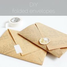 Today it's time for another envelope tutorial  Find the link in my profile and see how easy these envelopes are to make! #paperiaarrediy #sendmoreletters  #diy #handmadestationery #tutorial #papercraft