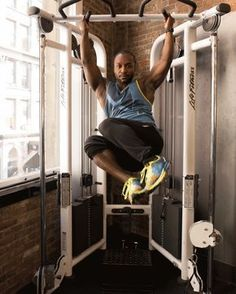 3. Hanging Side-to-Side Knees #abs #workout #exercises http://greatist.com/move/abs-workout-most-effective-core-moves-to-do-at-the-gym