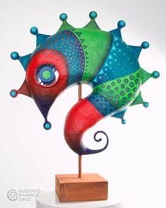 Paper Mache Projects, Paper Mache Clay, Paper Mache Sculpture, Clay Projects, Clay Art, Sculpture Art, Mascara Papel Mache, Deco Originale, Origami