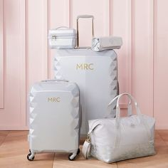 Designed for the stylish traveler, our ultra-chic Luxe Hard-Sided Luggage Collection is a durable and beautiful choice for any kind of adventure. Suitcase Packing, Carry On Suitcase, Carry On Luggage, Luggage Sets, Travel Luggage, Travel Bags, Teen Luggage, Hard Sided Luggage, Cute Suitcases