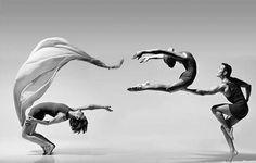 """""""A dança é meu modo de voar tocando a terra."""" Ivana Caffaratti"""