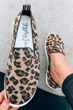 Gypsy Jazz Swift Sneakers: Leopard - Off the Racks Boutique Badass Style, Cool Style, Gypsy Jazz, Apple Watch Bands, Makeup Junkie, Fashion Boutique, Swift, Spring Fashion, Slip On