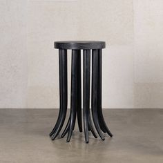 La nouvelle collection de Kelly Wearstler : Table d'appoint Drexel. Custom Furniture, Table Furniture, Furniture Design, Kelly Wearstler, Small End Tables, Side Tables, Console, Luxury Chairs, Most Luxurious Hotels
