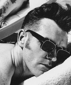Morrissey, West Hollywood Love this man, love his music! Oscar Wilde, The Smiths Morrissey, Johnny Marr, Monochrome, Charming Man, Britpop, Sound & Vision, Post Punk, West Hollywood