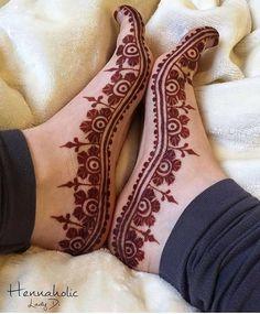 94 Easy Mehndi Designs For Your Gorgeous Henna Look Mehndi Designs Feet, Legs Mehndi Design, Mehndi Design Pictures, Modern Mehndi Designs, Wedding Mehndi Designs, Beautiful Henna Designs, Henna Tattoo Designs, Bridal Mehndi, Bridal Chura