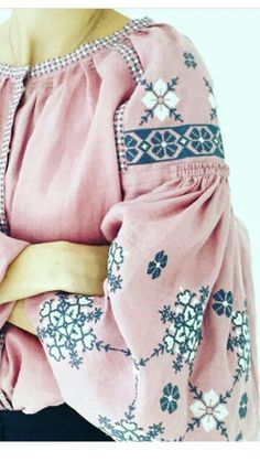 Ethnic Fashion, Boho Fashion, Girl Fashion, Womens Fashion, Fashion Design, Fashion Trends, Embroidery On Clothes, Embroidered Clothes, Feminine Mode