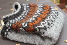 Nice colors Ravelry: Project Gallery for Riddari pattern by Védís Jónsdóttir Hand Knitted Sweaters, Sweater Knitting Patterns, Knitted Hats, Ravelry, Fair Isle Knitting, Hand Knitting, Punto Fair Isle, Handgestrickte Pullover, Norwegian Knitting