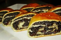Vianočný makovník European Dishes, Eastern European Recipes, Czech Recipes, Russian Recipes, Sweet Desserts, Sweet Recipes, Challa Bread, Albanian Recipes, Albanian Food