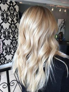 Are you going to balayage hair for the first time and know nothing about this technique? We've gathered everything you need to know about balayage, check! Medium Blonde Hair, Balayage Hair Blonde, Brown Blonde Hair, Platinum Blonde Hair, Blonde Highlights, Blonde Wig, Blonde Color, Ombre Hair, Butter Blonde Hair