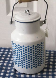 VINTAGE FRENCH ENAMEL 2 LITER LIDDED MILK CAN WITH WIRE AND WOOD HANDLE