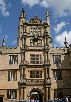 The tower of Five Orders (designed to introduce students to the five orders of Classical architecture : Doric, Tuscan, Ionic, Corinthian and Composite) - Oxford