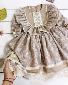 2,073 отметок «Нравится», 51 комментариев — Детская одежда / Familylook (@babyblesk) в Instagram: «Утро доброе  всем , кто с нами 💖😘! Согреваемся ☕️, улыбаемся 😊, вдохновляемся 🥰... радуемся новому…» Baby Girl Dress Patterns, Baby Clothes Patterns, Sewing Patterns, Baby Frocks Designs, Kids Frocks Design, Frocks For Girls, Little Girl Dresses, Girls Frock Design, Kids Dress Wear
