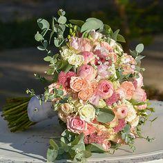 Hydrangea / Okrúhla svadobná kytica Ale, Floral Wreath, Wreaths, Home Decor, Decoration Home, Room Decor, Ales, Bouquet, Flower Band