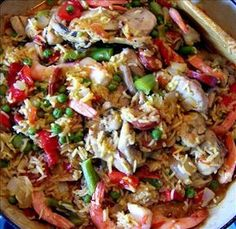Portuguese Paella Recipes--I love the blend of flavors in this dish. This is a hearty one dish meal. The secret spice is the Saffron. Saffron is expensive, but you must add it or the taste of authentic Paella is lost. Portuguese Recipes, Portuguese Food, Spanish Recipes, Portuguese Culture, Rice Recipes, Seafood Recipes, Cooking Recipes, Savoury Recipes, Cheesecake
