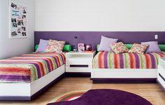 Acomodar duas ou mais crianças em um mesmo quarto é sempre um desafio - especialmente em ambientes compactos. Veja ideias para dividir o espaço de maneira confortável