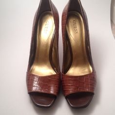 Guess shoes Guess shoes ,good condition Guess Shoes Heels