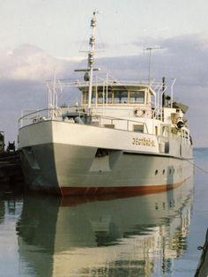 Sailing Ships, Boat, Display, Vehicles, Floor Space, Dinghy, Billboard, Boats, Car