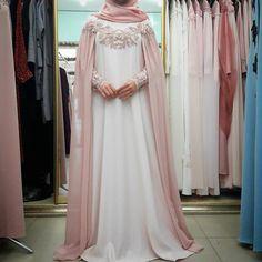 "709 Beğenme, 7 Yorum - Instagram'da одежда для мусульманок (@asma__dress): ""Снова в наличии.15000р"" Muslimah Wedding Dress, Muslim Wedding Dresses, Muslim Dress, Bridal Dresses, Wedding Abaya, Abaya Fashion, Muslim Fashion, Fashion Dresses, Modest Dresses"