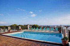 Hotel Jo-An palace ima bazen, saunu, đakuzi i parno kupatilo, a ljubiteljima sportskih aktivnosti na raspolaganju su obližnji tereni za golf i tenis, kao i mogućnosti za vožnju biciklom. Vodeni sportovi su zastupljeni na plaži. #travelboutique #Crete #Krit #Greece #putovanje #letovanje #odmor